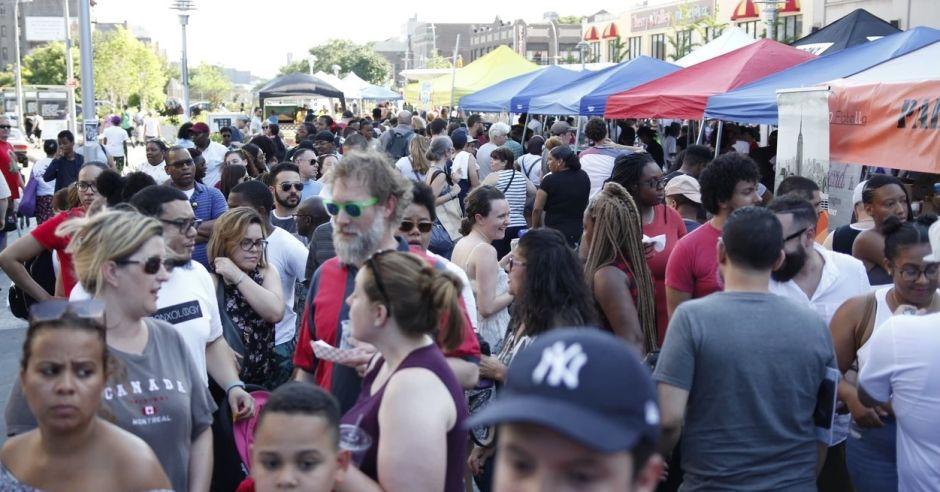 Vuelven los mercados nocturnos de calle para iluminar la imagen de El Bronx