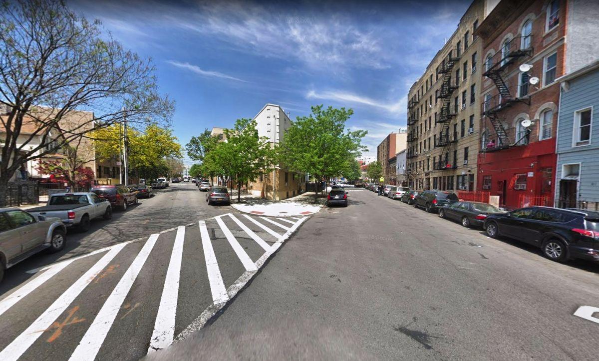 Apuñalan a oficial de prisiones al ser atacado por un grupo en El Bronx