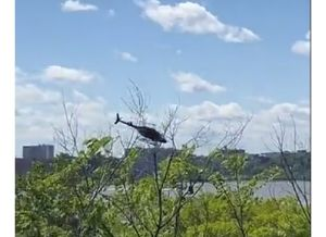 Videos captaron dramática caída de helicóptero en el río tratando de aterrizar en Nueva York