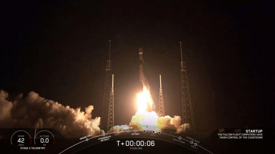 El cohete Falcon 9 de SpaceX sale en ruta al espacio con 60 satélites Starlink de Internet