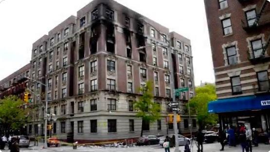 El fuego afectó al menos tres de los siete pisos