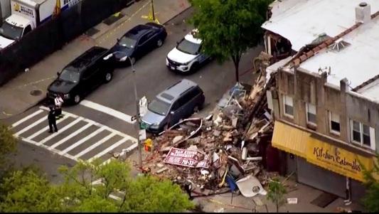 Se desplomó edificio en Brooklyn tras ser impactado por un auto