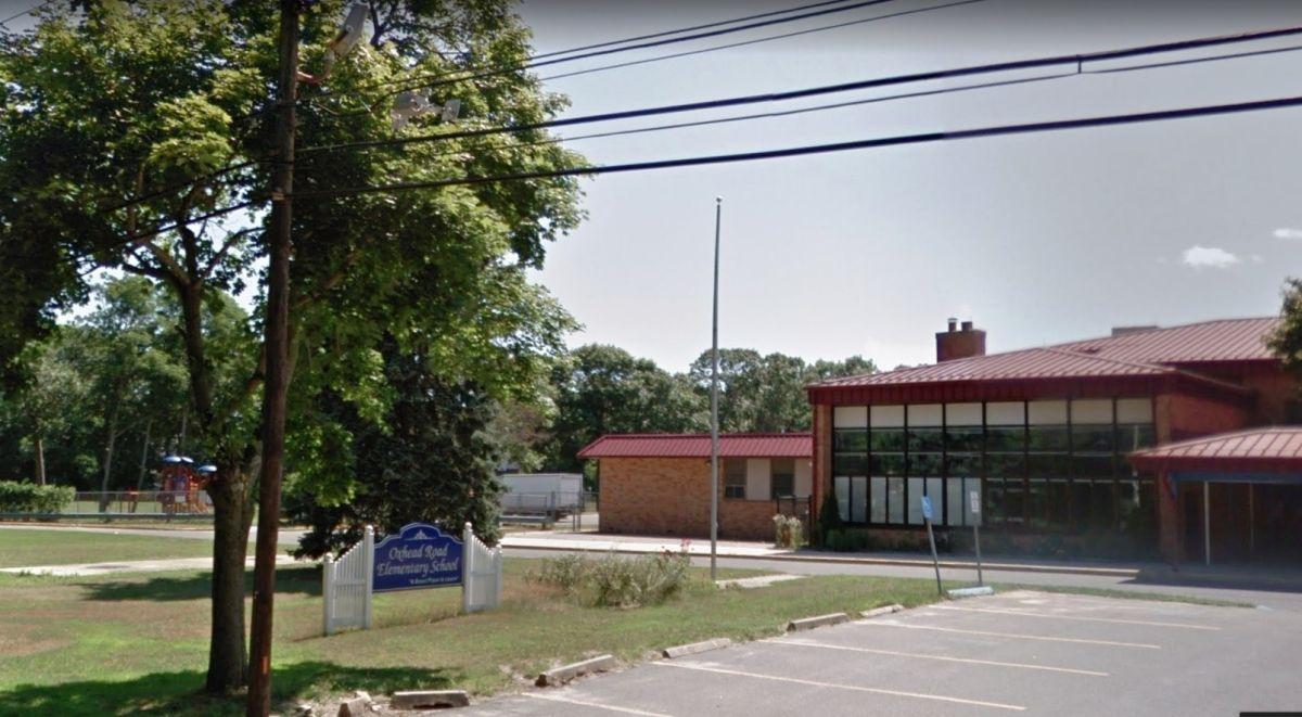 Arrestan a padre por vender drogas en parque de escuela mientras su bebé jugaba en NY