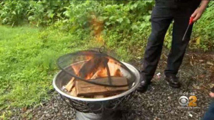 Niña gravemente quemada durante fogata en jardín de Nueva Jersey