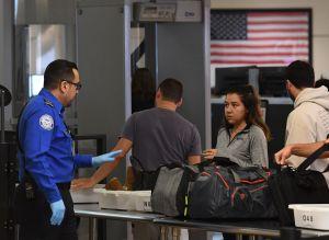 Plan de gobierno Trump quitaría millones para seguridad en aeropuertos y los pasaría a la frontera sur