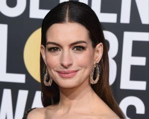 Anne Hathaway y su elegante braless fascinan Instagram