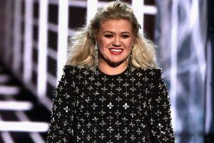 El exmarido de Kelly Clarkson le pide medio millón de dólares tras haber obtenido la custodia de sus hijos