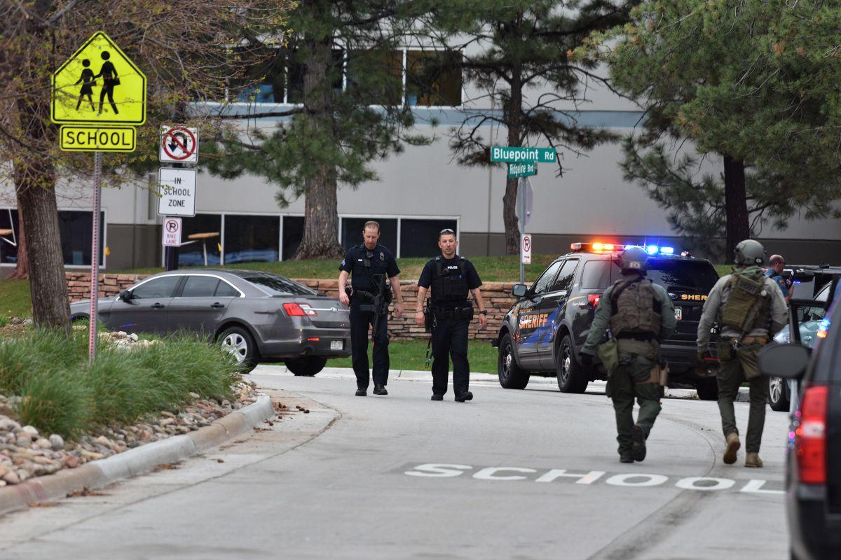 Muere uno de los estudiantes por tiroteo en escuela en Colorado