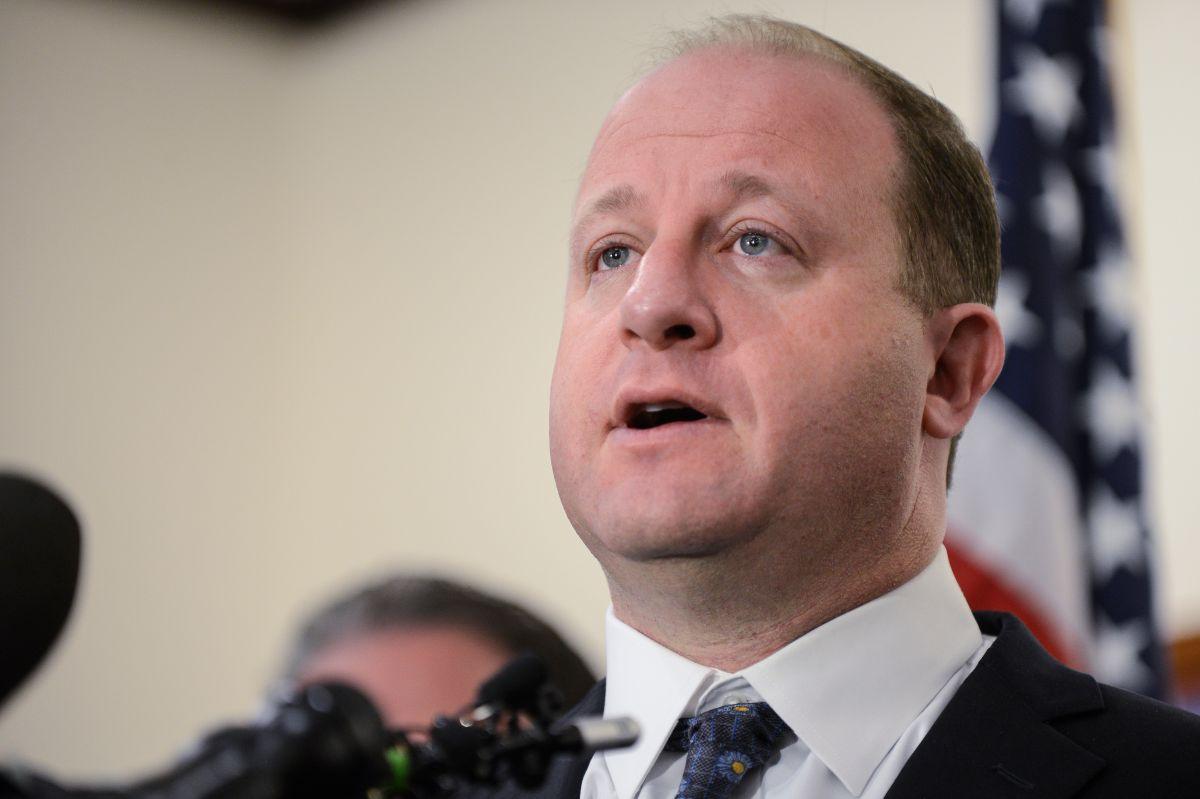 Gobernador de Colorado firma leyes que protegen a los inmigrantes