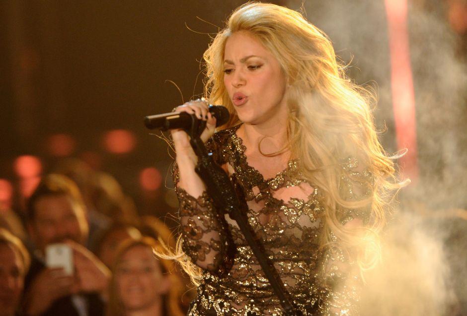 Shakira se prepara para la Copa Davis y aparece con una minifalda dorada en las canchas de tenis