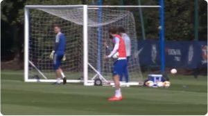 Video: Gonzalo Higuaín hace berrinche y arremete contra sus compañeros del Chelsea
