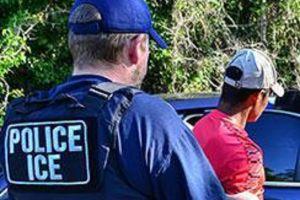 ICE podría perder 74 acuerdos con policías locales para detener a inmigrantes