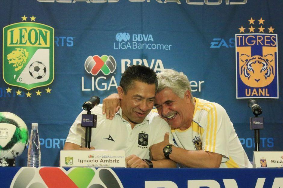 Ignacio Ambriz y el 'Tuca' Ferretti, la gran foto de la Final del fútbol mexicano