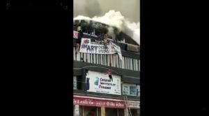 VIDEO: Mueren 19 estudiantes, se arrojaron al vacío para huir de incendio