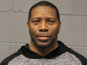 Policía de Chicago arrestado, acusado de contacto físico inapropiado con 3 mujeres