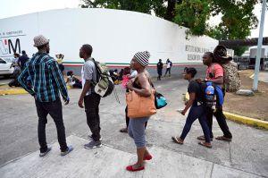Unos mil migrantes cubanos se amotinan en Chiapas (México)