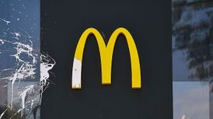 McDonald's enfrenta 25 demandas por acoso sexual