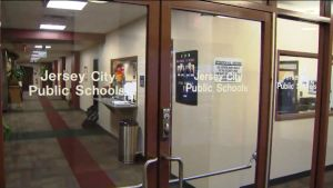 Despiden a 272 maestros de escuelas públicas y serán más, por crisis presupuestaria en Jersey
