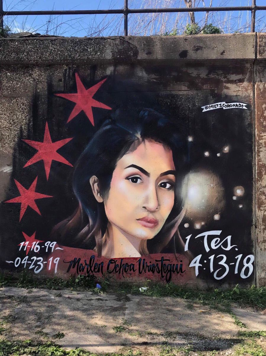 Honran la memoria de la mujer embarazada hispana asesinada Marlen Ochoa López a través de un mural en el barrio de Pilsen en Chicago