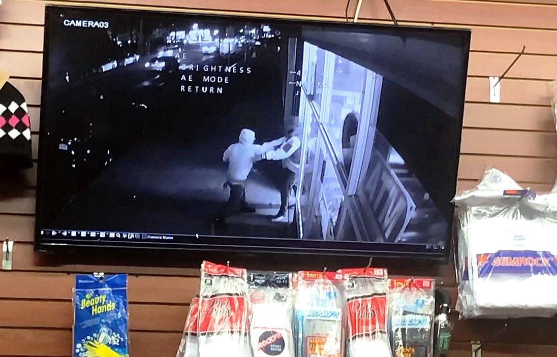 Hombre perdió la vida apuñalado en pelea frente a bodega en Queens