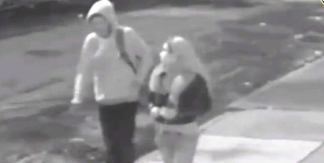 Mujer apuñala a trabajador anciano durante pelea en pizzería de Manhattan