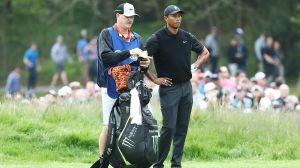 Un hombre pagó $75,000 para ser caddie de Tiger Woods