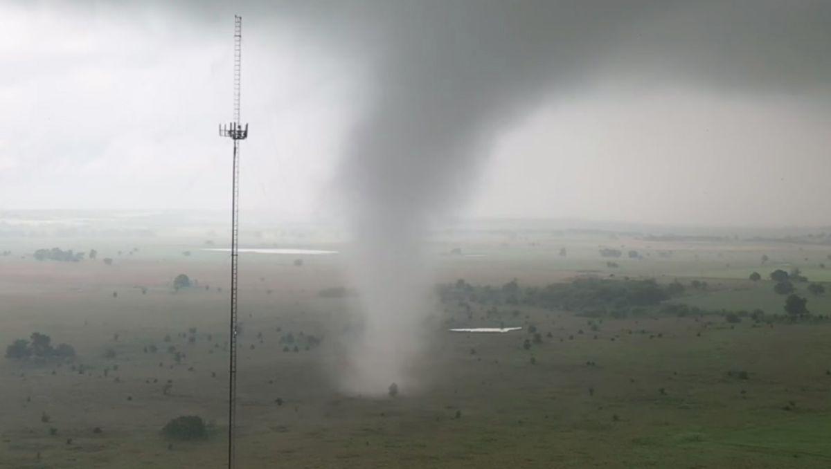 VIDEO: Dron capta el furioso paso de un tornado en Oklahoma