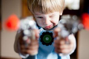 Pistolas de juguete tan reales que se cobran miles de vidas al año