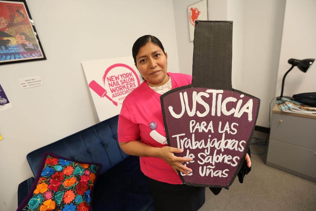 Trabajadora de salon Amelia de Jesus. Trabajadoras de salones de uñas proponen plataforma legislativa para frenar abusos.