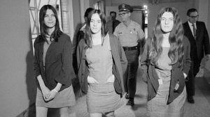 El violento crimen de Leslie van Houten, la discípula de Charles Manson a quien le denegaron de nuevo la libertad condicional