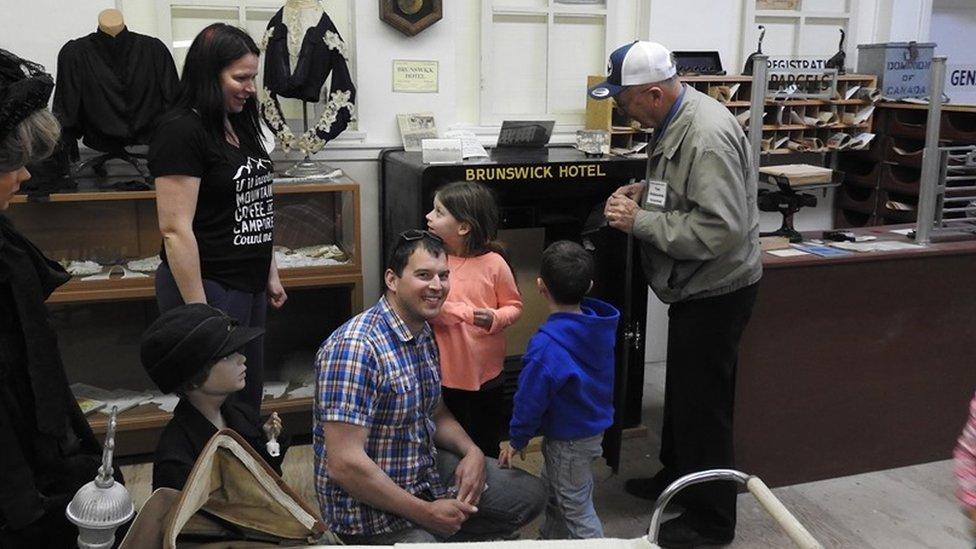 Turista abre caja fuerte que había permanecido cerrada durante décadas en un museo