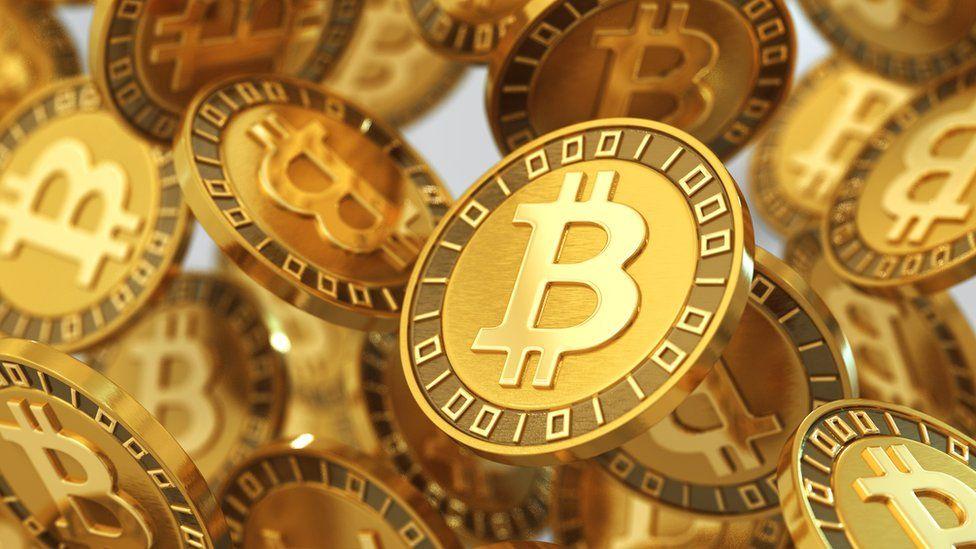 Piratas informáticos hackean cuentas de Obama, Bezos, Gates y más famosos para un fraude con bitcoin