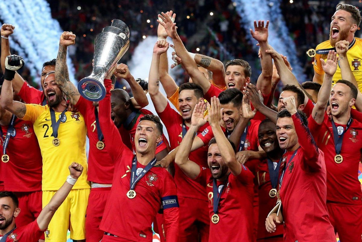 Jugadores de Portugal celebran la consecución de la Liga de Naciiones de la UEFA.
