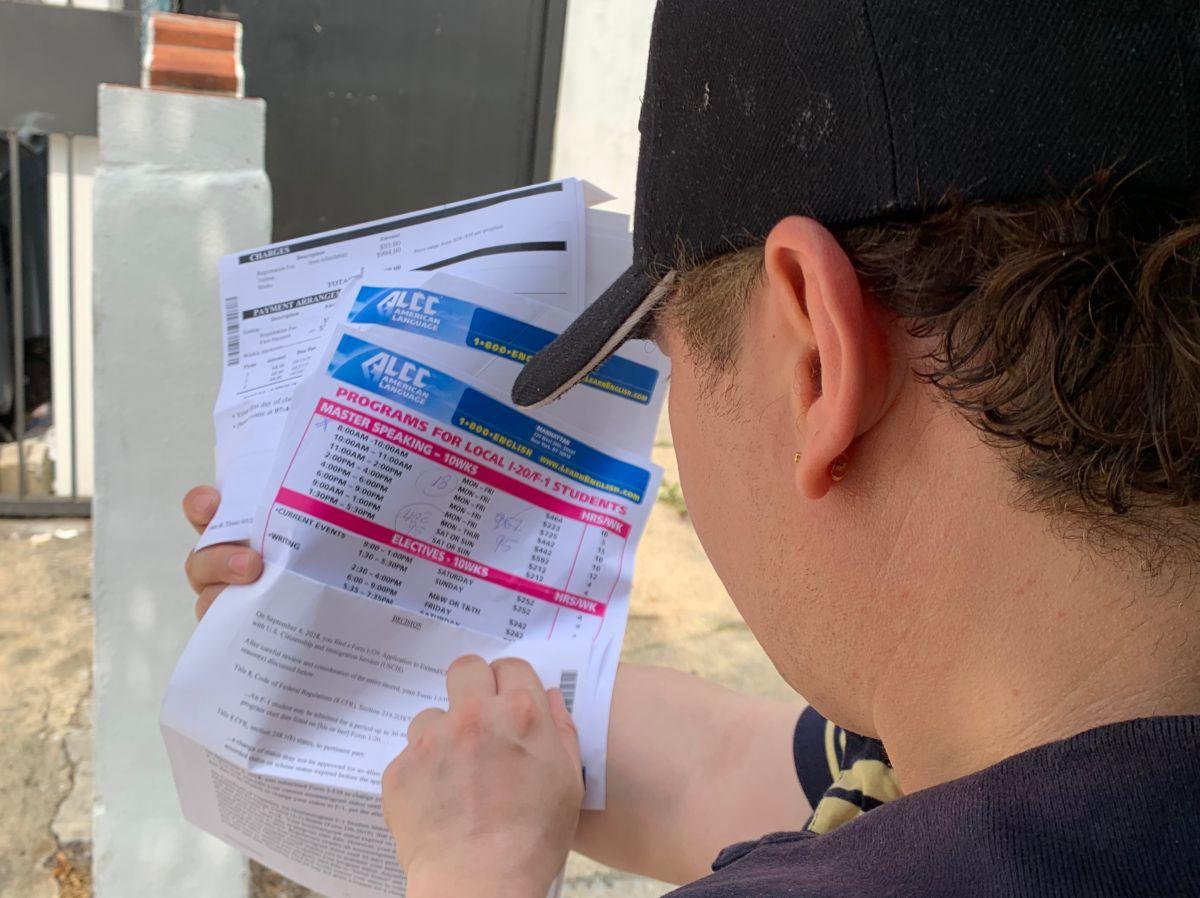 Hernan Martínez, quien estaba tramitando su visa de estudiante, es uno de los afectados de  la escuela ALCC, que cerró abruptamente