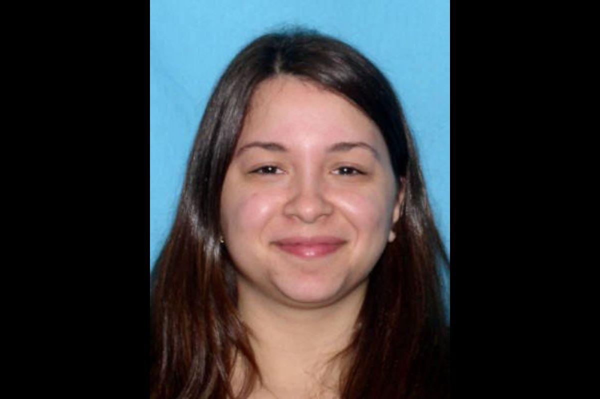 Cacería humana contra esta mujer latina por el asesinato de su hijita y su padrastro. Está armada y es peligrosa