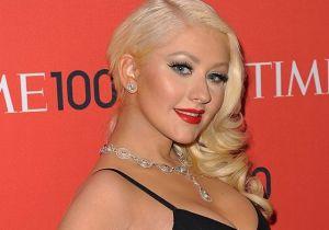 A la luz de la luna, Christina Aguilera presume cuerpazo en traje de baño