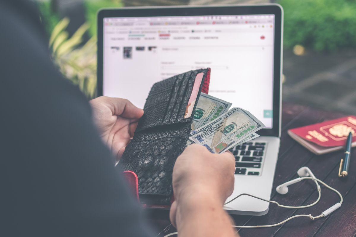 Estudio: Billeteras con más dinero son las que más se devuelven