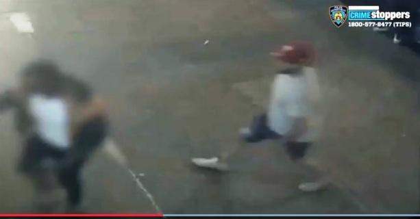 Atacante pierde un dedo al apuñalar por la espalda a hombre en El Bronx
