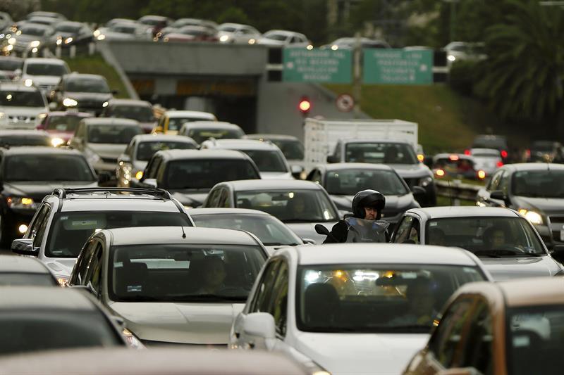 """Mercado negro: ¿qué son los autos """"chutos"""" en Bolivia?"""
