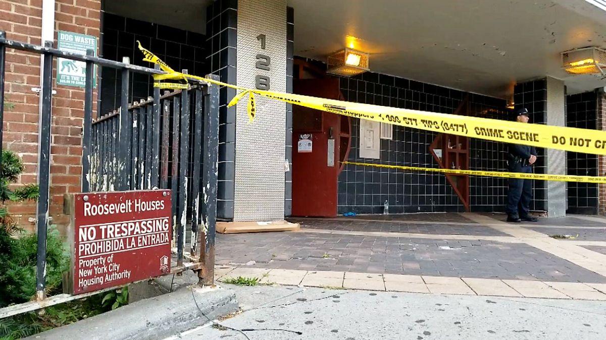 NYPD acordonó la entrada de 128 Lewis Avenue, en Bedford-Stuyvesant