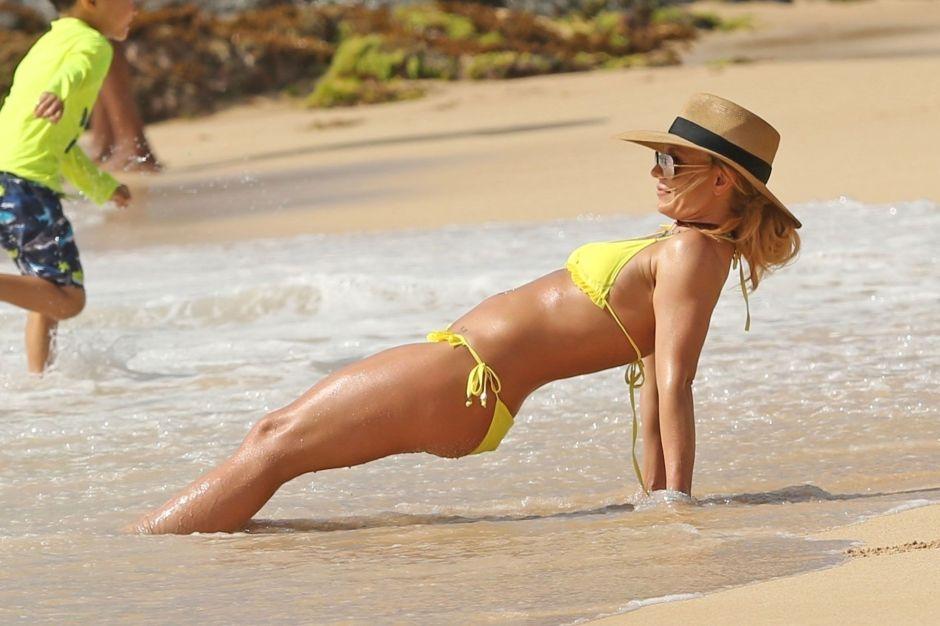 Imperdible: Britney Spears se contorsiona en bikini por su bienestar emocional
