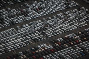 Así espía ICE cada mes miles las matrículas de autos para atrapar a migrantes