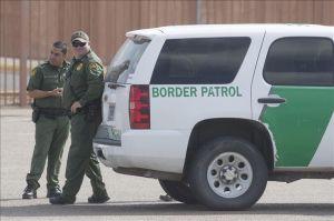 Patrulla Fronteriza detiene a 10 inmigrantes que trataban de cruzar la frontera en tráiler
