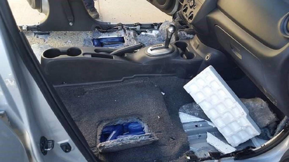 Los vehículos que contenían droga fueron requisados.