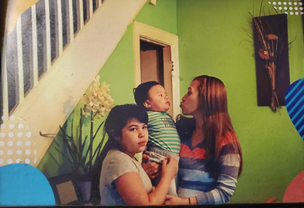 Familia denuncia que madre embarazada fue tratada como delincuente por 'La Migra'