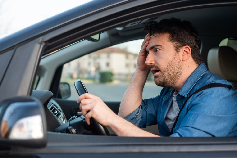 ¿Cuáles son las malas costumbres al volante que podrían ocasionarnos accidentes?