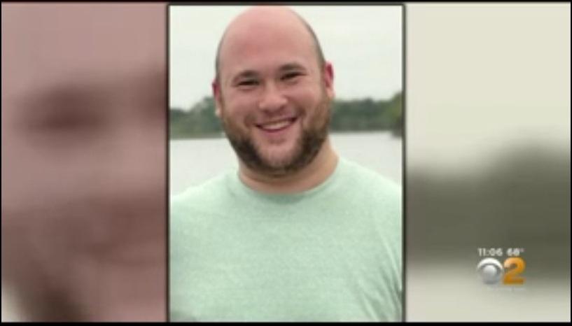 Misterio por maestro fatalmente apuñalado casa de sus padres en Long Island