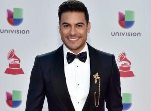 Carlos Rivera con un pequeño traje de baño: Dejó sus encantos expuestos y las famosas reaccionaron