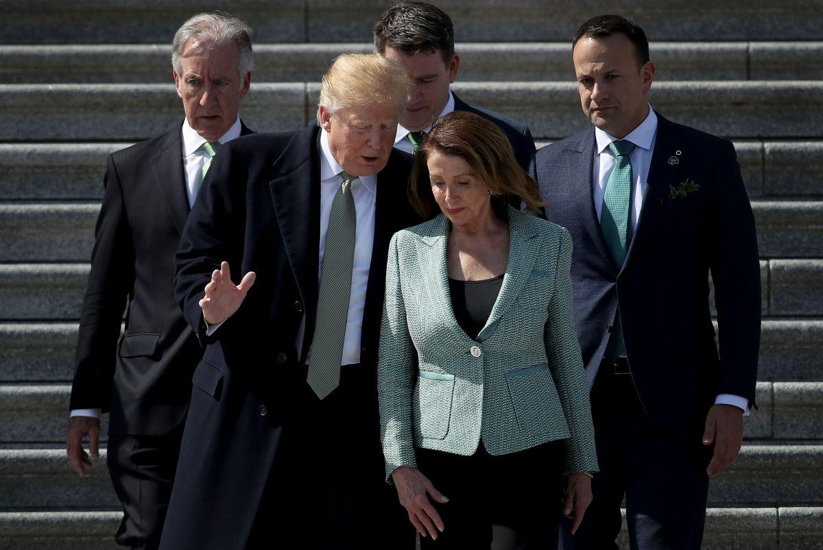 Nancy Pelosi habría convencido a Trump de posponer gran redada de ICE