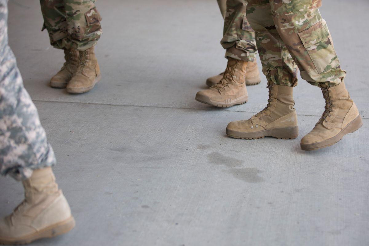 Confirman suicidio de dos soldados enviados a la frontera en Arizona
